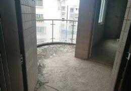 鹭江新城 户型方正大客厅座北朝南双阳台带飘窗采光好