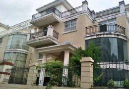笋盘独栋 九房三厅七卫 200平米花园仅售330万