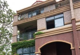 别墅低价出售,房东急需资金低价处理。