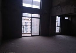 天际华庭 4室2厅2卫 售172万 送地下室车位