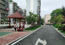 三康庙小区 大型停车场 两房改三房 出门即是学校!