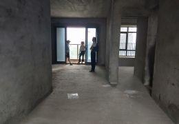 笋笋丽景江山143平米通透4室2厅2卫出售146万