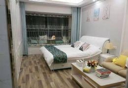翡翠公寓豪华装修 对面就是开心地带交通十分方便