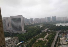 新区 万象城旁 紧缺湖景房 东边套 中高楼层