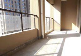 很实惠的小三房,102万包税价,中间楼层可看江景