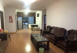 万达广场旁122平米3室2厅出售