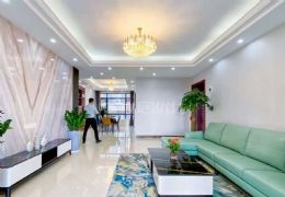 豪华装修,正规4房,带品牌家具家电 !